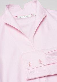 Eterna - MODERN CLASSIC REGULAR FIT - Button-down blouse - rosa - 5