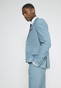 Isaac Dewhirst - PLAIN SUIT SET - Completo - turquoise - 8