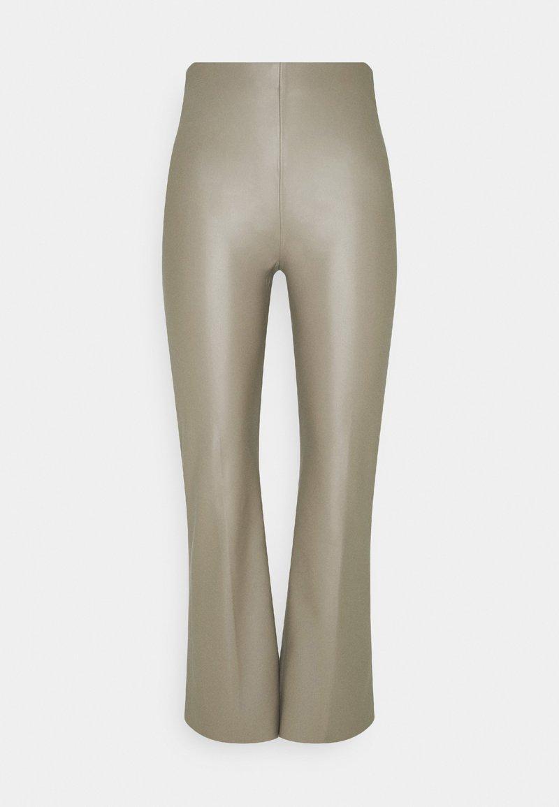 Soaked in Luxury - KAYLEE KICKFLARE PANTS - Pantalon classique - vetiver