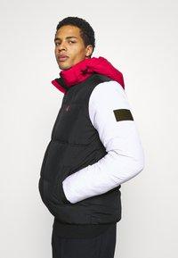 Calvin Klein Jeans - COLOURBLOCK PUFFER - Winter jacket - black/ white / red - 3