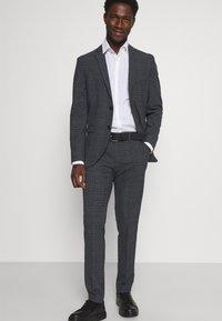 Selected Homme - SLHSLIM MYLOLOGAN SUIT - Kostym - dark grey - 6