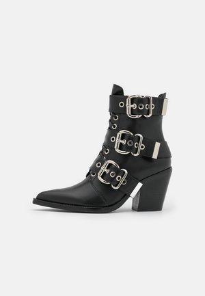 CACERES CLOSED - Snørestøvletter - black