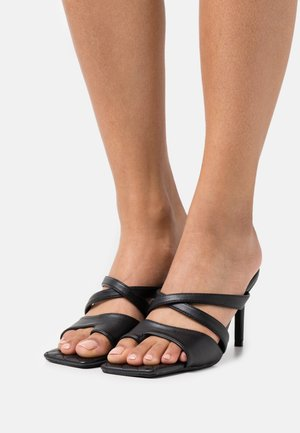 TOE POST STRAPPY QUILTED SOLE MULES - Pantofle na podpatku - black
