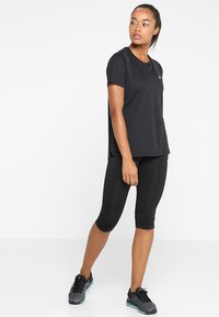 ASICS - Print T-shirt - performance black - 1