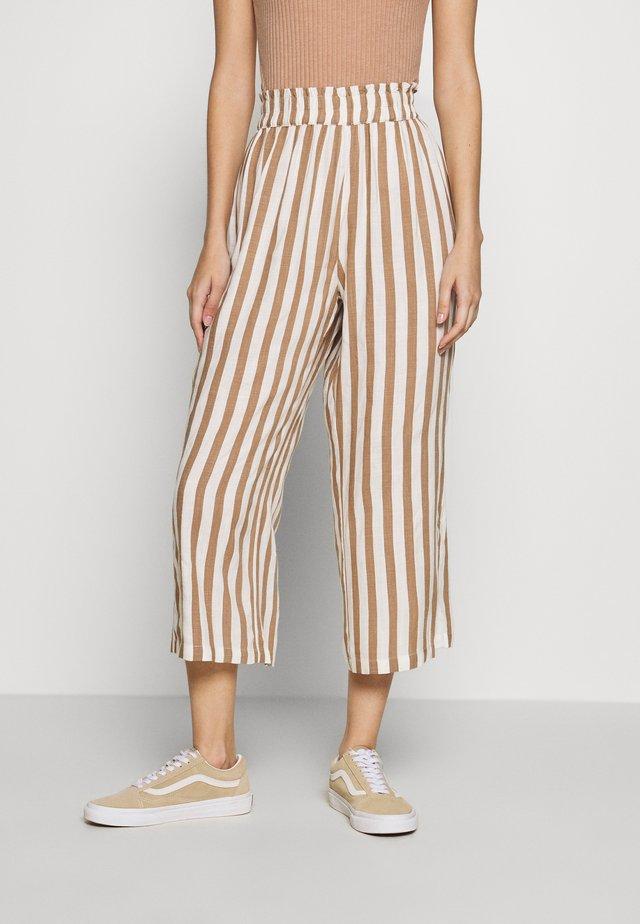ONLASTRID CULOTTE PANTS  - Trousers - cloud dancer/beige stripes