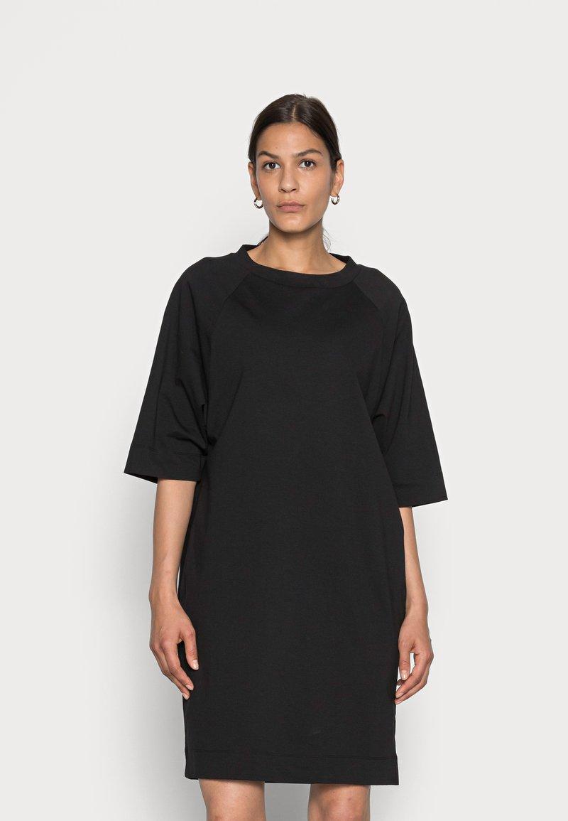 Marc O'Polo - DRESS BOAT NECK RAGLAN POCKETS AT SIDESEAM - Jersey dress - black