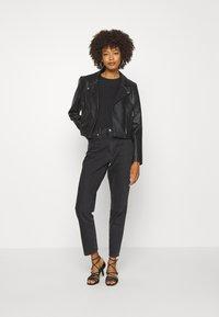 Anna Field - 2 PACK - Basic T-shirt - black/black - 1