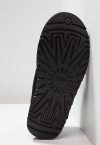 UGG - NEUMEL - Sznurowane obuwie sportowe - black - 4