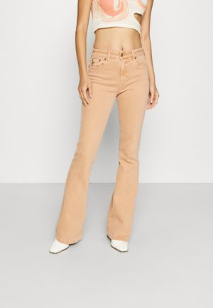 RAVAL - Flared Jeans - coral shell
