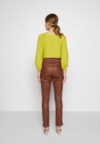 Ibana - COLETTE - Pantalon en cuir - brown - 2