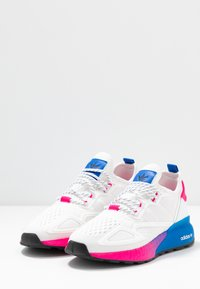 adidas Originals - ZX 2K BOOST  - Zapatillas - footwear white/shock pink - 4