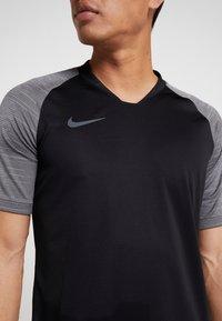 Nike Performance - T-shirt med print - black/wolf grey/anthracite - 4