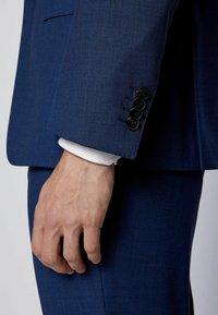BOSS - Suit - open blue - 6