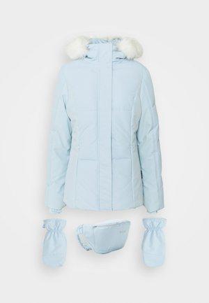 SKI JACKET WITH MITTENS AND BUMBAG  - Veste d'hiver - light blue