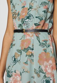 Vero Moda - VMSUNILLA SHORT DRESS - Day dress - chinois green - 5