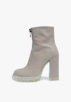 High Heel Stiefel - beige