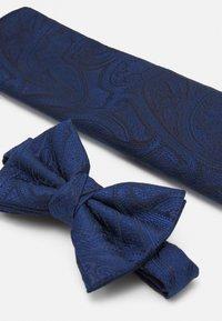 Burton Menswear London - PAISLEY BOWTIE AND HANKIE SET - Motýlek - navy - 5