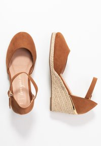 New Look Wide Fit - WIDE FIT SWIGGLE - Wedges - tan - 3