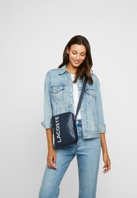 Lacoste - VERTICAL CAMERA BAG - Across body bag - dark sapphire - 5