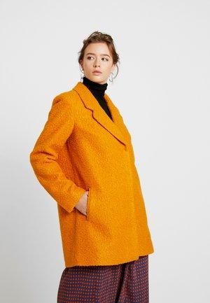 Klasický kabát - golden oak