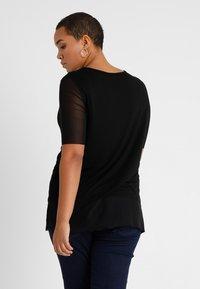 ONLY Carmakoma - CARSISSEL - T-shirt imprimé - black - 2