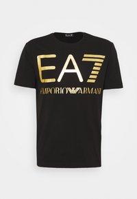 EA7 Emporio Armani - T-shirt med print - black/gold-coloured - 3
