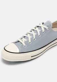 Converse - CHUCK 70 UNISEX - Trainers - wolf grey/black/egret - 4