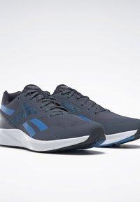 Reebok - REEBOK RUNNER 4.0 SHOES - Neutral running shoes - blue - 4