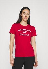 Hollister Co. - TECH CORE - Print T-shirt - red - 0