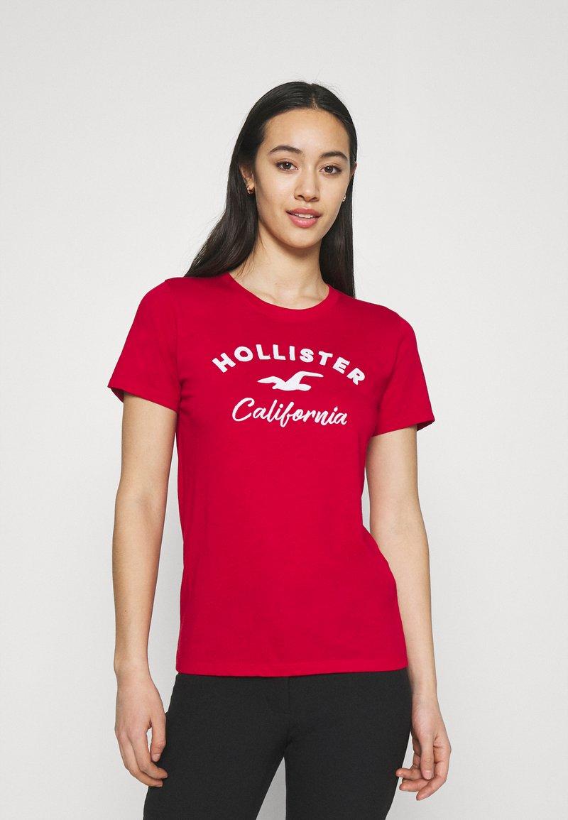 Hollister Co. - TECH CORE - Print T-shirt - red