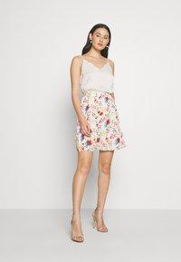 NA-KD - ELASTIC WAIST FLOWY MINI SKIRT - A-line skirt - white/multicolor - 1