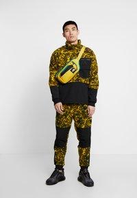 The North Face - RAGE CLASSIC  - Bluza z polaru - leopard yellow - 1