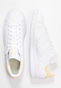adidas Originals - STAN SMITH - Sneaker low - footware white/easy yellow - 1