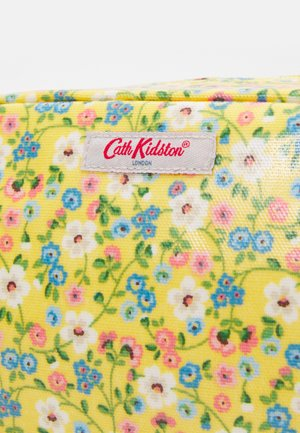 CLASSIC COSMETIC CASE - Wash bag - yellow