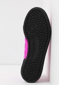 Reebok Classic - CLUB  - Sneakersy niskie - dynamic pink/black - 6