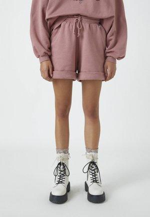 MIT UMGESCHLAGENEM SAUM - Shorts - rose