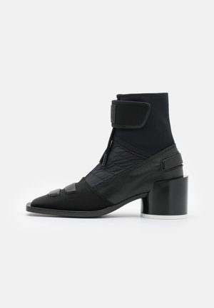 BOOT - Kotníkové boty - black