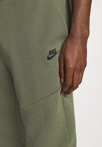 Nike Sportswear - Tracksuit bottoms - twilight marsh - 4