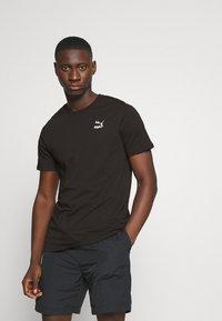 Puma - CLASSICS GRAPHICS LOGO TEE - Print T-shirt - black - 2