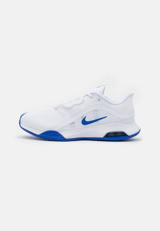 AIR MAX VOLLEY - Tennisschoenen voor alle ondergronden - white/hyper royal