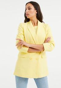 WE Fashion - Short coat - yellow - 3