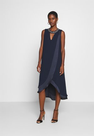 NECK OVERLAYER DRESS - Cocktailkjoler / festkjoler - ink