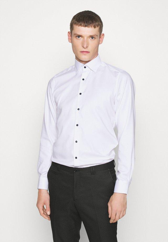 BODY FIT - Koszula biznesowa - weiß