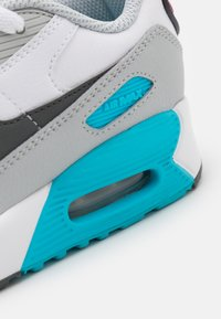 Nike Sportswear - AIR MAX 90 - Sneakers laag - white/iron grey/chlorine blue - 5
