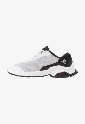 X REVEAL - Hiking shoes - white/black