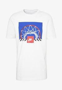 BBALL PHOTO TEE - T-Shirt print - white