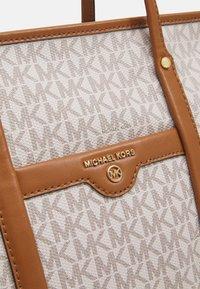 MICHAEL Michael Kors - BECK TOTE - Handbag - vanilla - 5