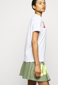 Love Moschino - Print T-shirt - optical white - 3