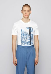 BOSS - Print T-shirt - natural - 1
