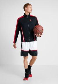 Jordan - JUMPMAN GRAPHIC SHORT - Korte sportsbukser - black/white/gym red - 1